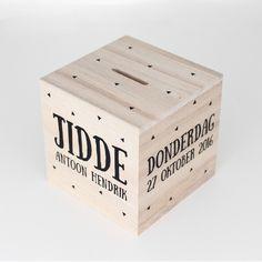 Money Saving Box, Silhouette Cameo, Monochrome, Diy And Crafts, Baby Kids, Triangle, Cricut, Woodworking, Creative