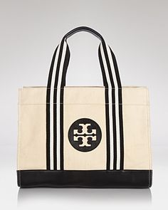 The perf size tote for the mom on the go, this Tory Burch Twill Tory Bag available @bloomingdales for $225 is the perfect carry all bag. #accessories #mothersday #giftguide