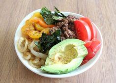 Taco Bowl with Crispy Kale Chips   #Primal #Paleo #GlutenFree Primal Blueprint Recipes, Primal Recipes, Real Food Recipes, Healthy Snacks, Healthy Eating, Healthy Recipes, Paleo Meals, Paleo Food, Diabetic Snacks