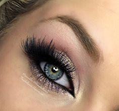 Glittery Holiday Lights - #glitter #holiday #eyemakeup #eyes #eyeshadow