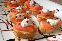 Crostini al salmone, stracchino e pepe rosa