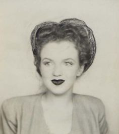 Photobooth portrait of Norma Jeane to 1942