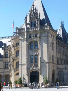 Biltmore-Have not been but want to visit.  The airport is 30 min. away making it easy to just fly in and out easily.  Anderson would have to handle my being there though :)  Dana