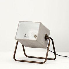 Zuiver vloerlamp beton
