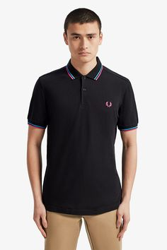 Shop men's new releases at Fred Perry. From the iconic Fred Perry shirts to new takes on the originals. Fred Perry Polo Shirts, Fred Perry Shirt, Celebrity Closets, Celebrity Style, Pique Shirt, Tennis Shirts, Tennis Fashion, Nike Outfits, Donna Karan