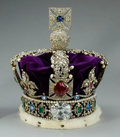 The Legendary #Cullinan #Diamond - all you need to know! Follow the link. Shown here: The Imperial State Crown, British Crown Jewels.