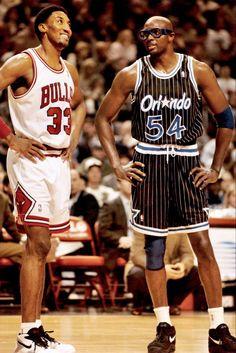 Former champion teammates Scottie Pippen and Horace Grant having a conversation Mike Jordan, Michael Jordan Basketball, Basketball Legends, Basketball Players, Horace Grant, Rose Nba, Sport Nutrition, Kobe Bryant Nba, Scottie Pippen