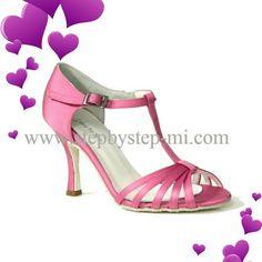 Sandalo in raso rosa #stepbystep #sandali #sandal #sposa #salsa #bachata #weddingshoes #wedding #scarpedasposa #scarpedaballo #sandals #madeinitaly #rosa #pink