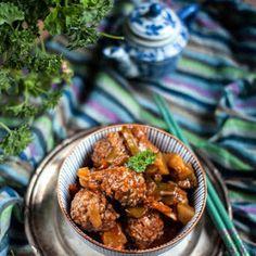 Pieczony kalafior na indyjską nutę | Bernika - mój kulinarny pamiętnik Curry, Ethnic Recipes, Food, Meal, Essen, Hoods, Curries, Meals, Eten