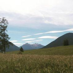 #traumhaftelandschaft #miemingerplateau #mieming #Urlaub #urlaubintirol #tirol #aktivhoteltraube #wanderlust #spaziergang Aktiv, Wanderlust, Photo And Video, Mountains, Nature, Instagram, Environment, Woods, Nature Illustration
