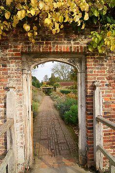 Love this pathway.  via tinywhitedaisies: Archive