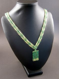 I'm working on my second necklace using St.Petersburg double chain. It can be little challenging to get it nice and tight, but I love the look. Tupilandia: Double Chain St.Petersburg