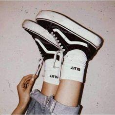 Vans Old Skool Platform in schwarz - Aesthetic Images, Aesthetic Collage, Aesthetic Backgrounds, Aesthetic Grunge, Aesthetic Vintage, Aesthetic Clothes, Aesthetic Black, Aesthetic Outfit, Aesthetic Indie