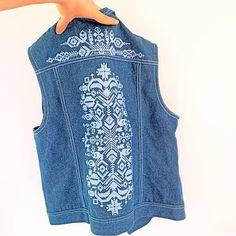Vyšívaná ľudová jeansová vesta