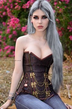 Model: Dayana Crunk (I would never pair a corset with jeans, but that is one fucking cute corset nonetheless) Hot Goth Girls, Punk Girls, Cute Goth Girl, Goth Beauty, Dark Beauty, Steampunk Fashion, Gothic Fashion, Style Fashion, Gothic Steampunk