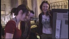 Saw 3 behind the scenes sharing some laughs is director Darren Lynn bousman & Shawnee smith (Amanda) Saw Series, Shawnee Smith, Jigsaw Saw, Amanda Young, Female Actresses, Horror Films, Movies Showing, Thriller
