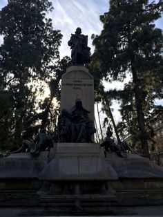 This monument is called Monument to José Campo Pérez, Marqués de Campo, 1885-1911. It was created between 1885-1911 by Mariano Benlliure and is located in Plaza de Cánovas del Castillo. Its purpose is to commemorate all his reforms and achievements during his time as mayor. Some of his accomplishments include: promoting drinking water, paving the streets of Valencia, and reforming the port of the city.