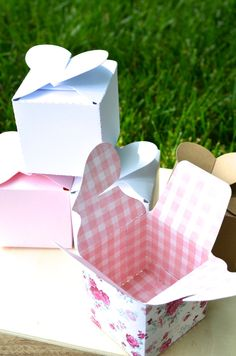 Wrap something special up in one of these heart topped boxes made of beautiful paper and your gift will look extra festive on Valentine's Day.