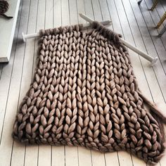 Chunky knit work in progress. Giant Knitting, Arm Knitting, Knitting Patterns, Knitting Ideas, Knitting Needles, Knitted Blankets, Merino Wool Blanket, Wool Yarn, Knitted Rug