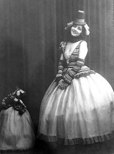 Fernanda Fassy, Roma 1895 attrice del cinema muto, vestita come la Circense Lenci del