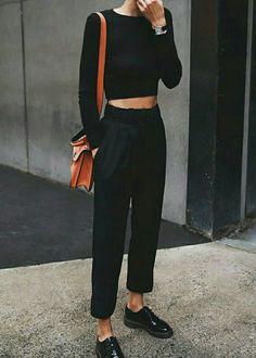 Use a handbag or accessory to add a color pop to your outfit! - Jessica - Use a handbag or accessory to add a color pop to your outfit! Use a handbag or accessory to add a color pop to your outfit! Mode Outfits, Casual Outfits, Fashion Outfits, Fashion Clothes, Casual Ootd, Style Clothes, Fashion Weeks, Fall Outfits, Mode Monochrome