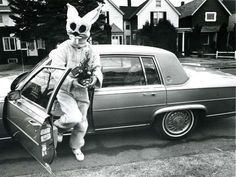 These Creepy And Disturbing Vintage Easter Bunny Photos That Will Make Your Skin Crawl Vintage Bizarre, Creepy Vintage, Creepy Clown, Scary, Creepy Stuff, La Résurrection Du Christ, Easter Bunny Pictures, Bunny Pics, John Wayne Gacy