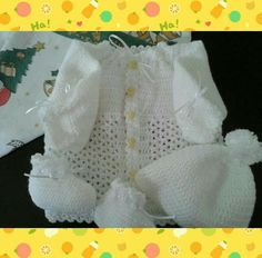 Casaquinho, toquinha e meia em crochet by Mamis... Seams in Gifts 🐻 🎁 ❤