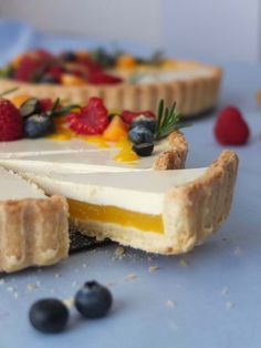 Mango Tarte mit Rosmarin Panna Cotta – La Crema - Mango tart with rosemary panna cotta Tart Recipes, Baking Recipes, Sweet Recipes, Cookie Recipes, Dessert Recipes, Quiche Recipes, Torte Au Chocolat, Food Cakes, Bundt Cakes