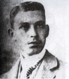 José Francisco Martí y Zayas-Bazán (1878-1945) En Nueva York, a los 18 años. Siendo muy joven convence a su madre, Carmen Zayas-Bazán, para viajar a Nueva York e incorporarse en la expedición de los generales Joaquín Castillo y Carlos Roloff, que desembarcó en Cuba el 21 de marzo de 1897. Se distinguió en el combate de Tunas de Bayazo, donde la manipulación de un cañón, después de morir el encargado, le causó una lesión en los tímpanos y una sordera para toda la vida. Ostentaba el grado de…