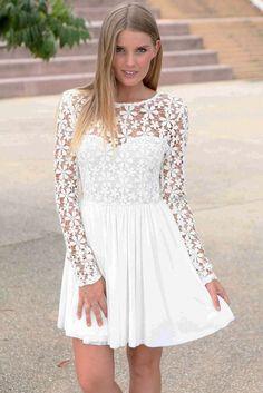 Robe blanche dentelle manche longue