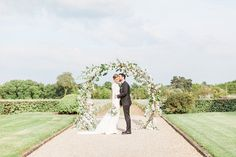 Stylish elopement in Bordeaux, planned by Christelle Guegan at Château Smith Haut Lafitte and Les Sources de Caudalie. Captured by Sorya Pedoussaut Photography Wedding Film, Elegant Wedding, Floral Wedding, Outdoor Ceremony, Wedding Ceremony, Bordeaux, Decoration Buffet, French Wedding Style, Groom Outfit
