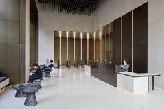 A new high-spec landmark office building, LSQ London captures the appeal of today's West End while preserving the elegance of the original stone facade. The addition of a curved mansard roof adds four floors to this historic building. Dental Office Design, Modern Office Design, Modern Interior Design, Modern Offices, Healthcare Design, Office Building Lobby, Office Lobby, Lobby Interior, Interior Architecture