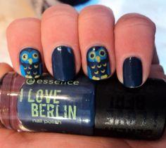 unasdearte:    owl nails.    Great color choice!