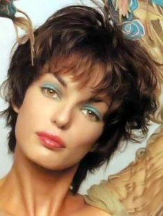 Short curly/wavy hairstyles pictures. No. 198 from the last section.