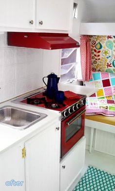 You won't believe how adorable this camping trailer makeover turned out at… Shasta Camper, Rv Campers, Camper Trailers, Happy Campers, Camper Van, Trailer Decor, Trailer Interior, Camper Interior, Camper Stove