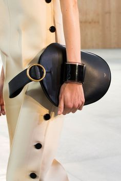 The best bag trends spotted on the Spring 2015 runways: Celine Mode Chic, Mode Style, Fashion Bags, Fashion Accessories, Girls Diary, Looks Street Style, Best Bags, Beautiful Bags, Fashion Details