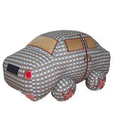 Speelkussen in de vorm van een auto. Leuk voor op bed of stoel.