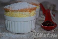 Нежное, вкусное, воздушное творожно-лимонное суфле готово. При подаче можно посыпать сахарной пудрой.