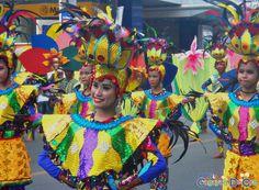 Cagayan de Oro Carnival Parade Clash of Festive Acts and Carnival Queens National High School, Festive, Queens, Carnival, Activities, Beautiful, Cagayan De Oro, Party, Carnavals
