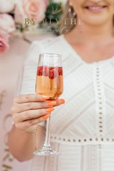 Gold, pinks and bubbly too, this tea time soiree is positively lovely. Glass Conservatory, Tea Party Bridal Shower, Tea Time, Alcoholic Drinks, Champagne, Spring, Pretty, Gold, Inspiration