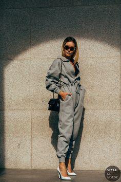 Milan SS 2019 Street Style: Chiara Capitani Chiara Capitani between the fashion shows. Street Style 2018, Milan Fashion Week Street Style, Street Style Trends, Spring Street Style, Street Chic, Printemps Street Style, Quoi Porter, Photo Portrait, Mode Chic