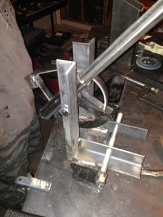 Sunday project: square tubing bender - : and Off-Road Forum needed for all tubing work on xj. Metal Bending Tools, Metal Working Tools, Metal Tools, Metal Projects, Welding Projects, Metal Crafts, Welding Shop, Welding Table, Cool Tools
