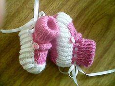 Botinha de tricô bebê c/botão ou fivelinha ~ TRICÔ FÁCIL