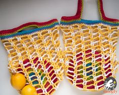 Rainbow Pocket Market Bag - folds up to go anywhere! Free crochet pattern on Moogly <3