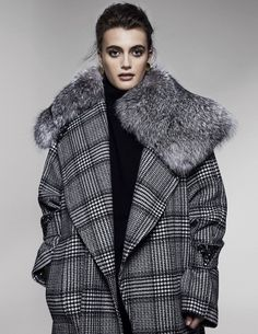 Victor Alfaro's wool and cashmere coat with Alejandra Alonso Rojas' saga certified fox-fur collar over Deveaux New York's cashmere sweater. Fall Trends, New Trends, Trends 2018, Fashion Details, Fashion Design, Fashion Tips, Fashion Trends, Fur Clothing, Cashmere Coat