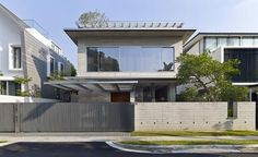 The Cricket Pitch House by Scale Architecture in Sydney, Australia is a modern home in the well-established neighborhood North Bondi. Home Design, Modern Home Interior Design, Modern House Design, Contemporary Design, Design Art, Design Exterior, Interior Exterior, Singapore House, Asian House