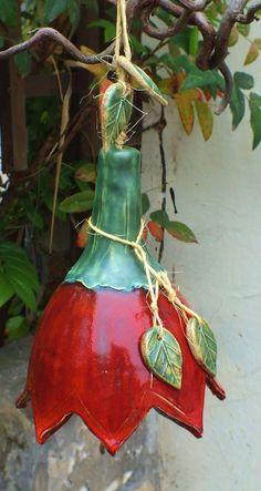 http://de.dawanda.com/product/63386635-Blueten-Glocke-xxl-Bluete-Gartenkeramik-Windspiel