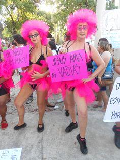 Loucas de Pedra Lilás - grupo feminista de teatro de rua. Pernambuco, Brasil