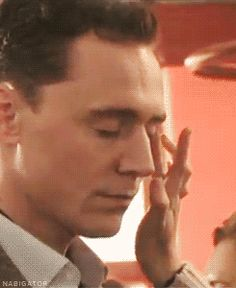Tom Hiddleston makeup (gif) ohhh, to be his make-up artist, or hair styler......