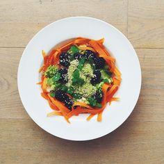 Blackberries week: raw salad. Blackberries, romanesco cauliflower, shaved carrots, sesame seeds, mint, spring onions, mashed avocado, lemon juice, extra virgin olive oil.